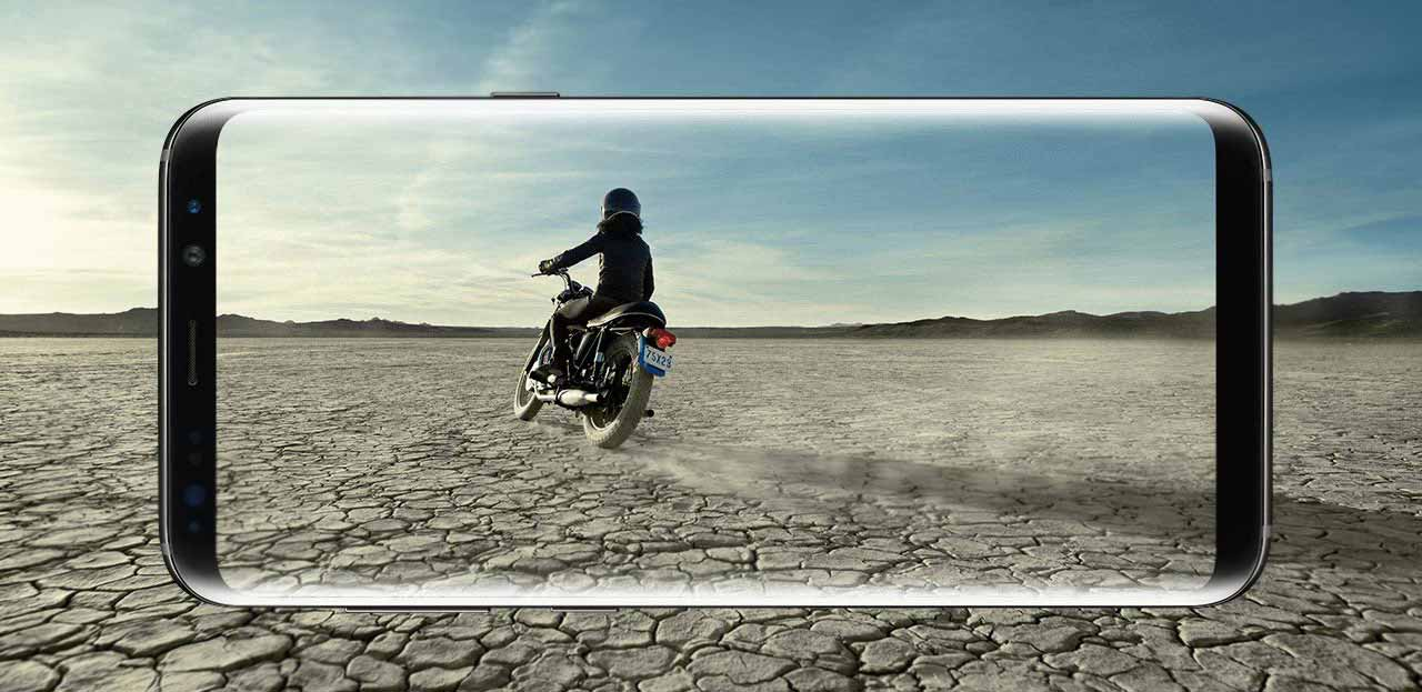 Motorcyclist in desert enveloped by Galaxy S8 screen
