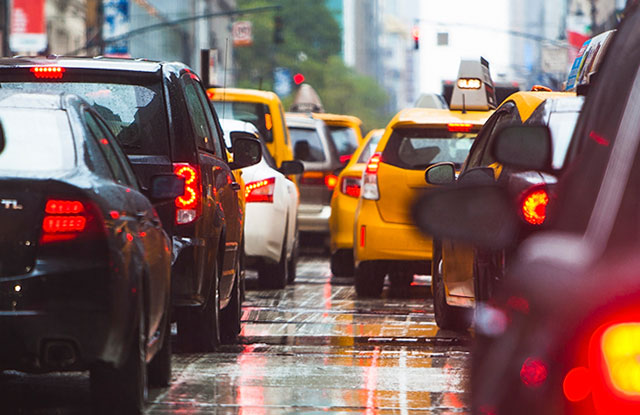Autos detenidos durante mucho tráfico