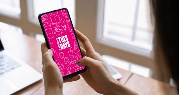 Logotipo de T-Mobile Tuesdays en un teléfono